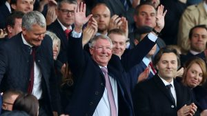 Sır Alex Ferguson Old Trafford'a geri döndü